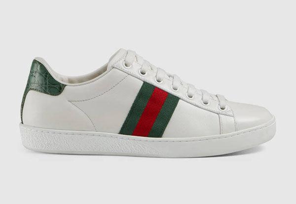 Mẫu sneaker này có giá trị khoảng 12,5 triệu đồng.