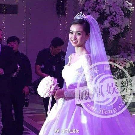 Chắc hẳn nhiều người không thể nào quên được đám cưới thế kỷ của Angela Baby và Huỳnh Hiểu Minh.