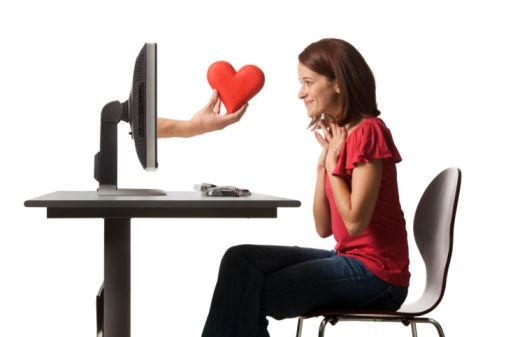 Sau một thời gian quen biết qua mạng hai người đã chính thức yêu nhau