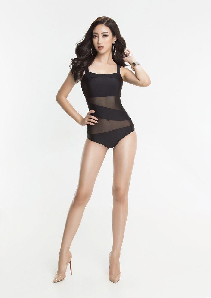 Đỗ Mỹ Linh khoe trọn thân hình chuẩn, cân đối trong bộ ảnh bikini.