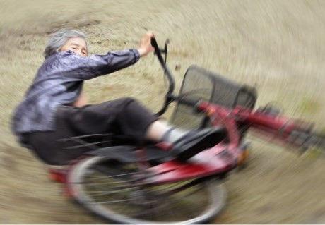 """""""Thánh photoshop"""" 89 tuổi chụp ảnh diễn sâu hơn giới trẻ"""