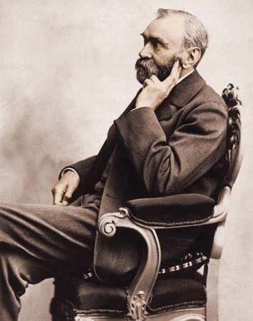Alfred Nobel, nhà sáng lập ra giải thưởng mang tên mình.