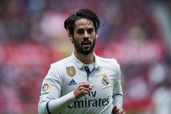 Tiền vệ tấn công - Isco (Real Madrid): Với 4 bàn thắng và 3 đường kiến tạo, Isco mới đang là ngôi sao sáng nhất của Real vo thời điểm này.