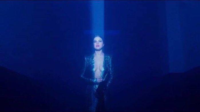 Vừa trở lại với Justin Bieber, Selena Gomez đã nóng bỏng đến