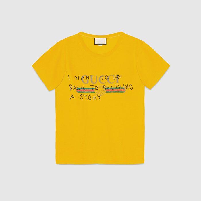 """Chiếc áo mà Kỳ Duyên diện nhìn đơn giản nhưng mẫu áonày lại có mức giá không hề """"giản đơn"""", 550$ - tầm hơn 12 triệu đồng cho một chiếc áo thun kiểu dáng basic."""