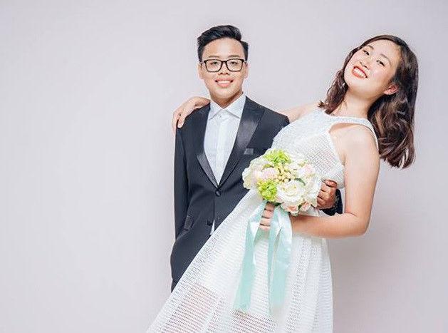 Cặp chị em Nguyễn Hạnh Nguyên (lớp 11 Địa) và Nguyễn Thế Hùng (lớp 11 Hóa) được nhiều người yêu mến. Hạnh Nguyên từng giành giải học sinh giỏi môn Địa lý cấp quận và cấp thành phố năm học 2015-2016. Thế Tùng là chủ nhân giải khuyến khích môn Hóa học cấp quận năm 2016-2017.