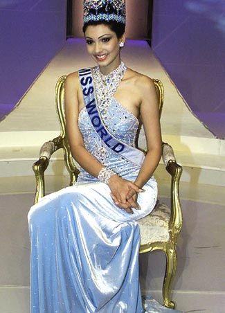 Năm 1999, nhan sắc Ấn Độ lại tiếp tục lên ngôi với danh hiệu Hoa hậu Thế giới thứ 4 thuộc về người đẹp Yukta Mookhey.