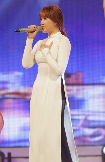 Nhiều người còn thẳng thắn cho rằng nhờ giọng hát live dở của Hari Won đã khiến chương trình bớt nhàm chán. - Tin sao Viet - Tin tuc sao Viet - Scandal sao Viet - Tin tuc cua Sao - Tin cua Sao