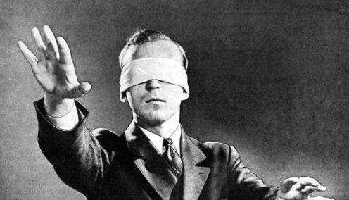 Những người khiếm thị thường nhận được khá nhiều thắc mắc về tình trạng của mình.
