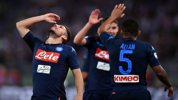 """Napoli vô đối ở Serie A nhưng lại đang """"khát điểm"""" ở Champions League."""