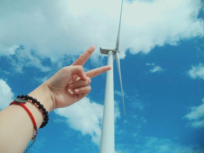 Muôn kiểu chụp ảnh với điện gió. Nguồn: @yinhuthy