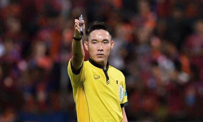 Trọng tài bắt chính trận chung kết của CLB Hà Nội và Quảng Nam cũng phải ra toà vì dàn xếp tỉ số.