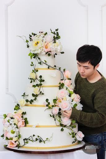 Anh cũnglà một trong những đại diện đầu tiên tại Việt Nam phát triển nghệ thuật trang trí fondant