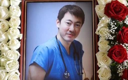 Chân dung vị bác sĩ phẫu thuật thẩm mỹ nổi tiếng người Singapore