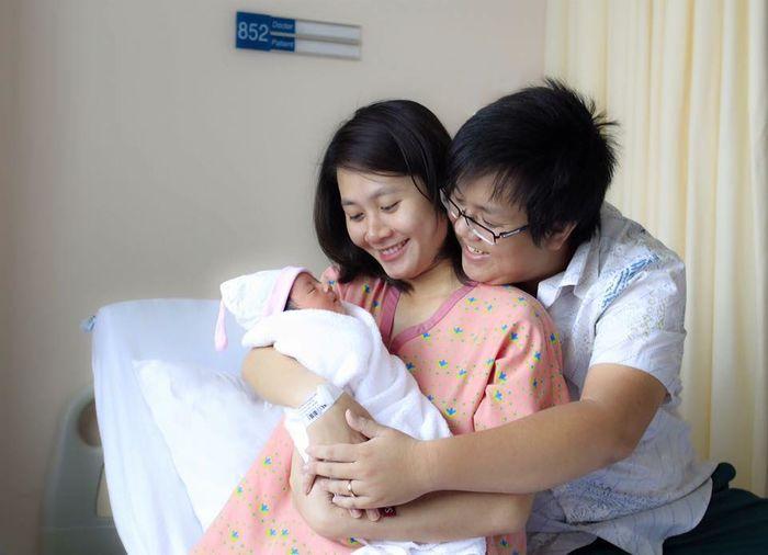 """Sau khi """"về chung nhà"""", cặp đôi nhanh chóng đón con gái đầu lòng và đặt tên là Grammy. - Tin sao Viet - Tin tuc sao Viet - Scandal sao Viet - Tin tuc cua Sao - Tin cua Sao"""