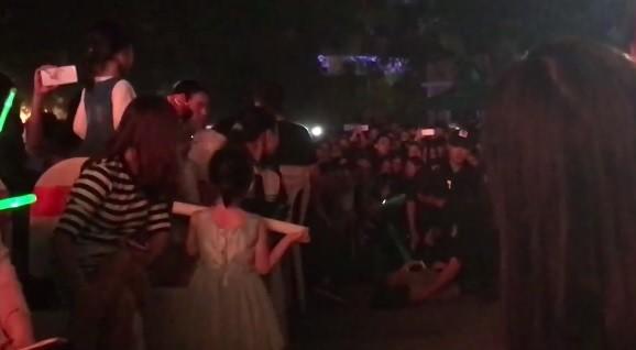 Fan ngất xỉu trong liveshow kỷ niệm 9 năm ca hát của Noo Phước Thịnh tại Hà Nội - Tin sao Viet - Tin tuc sao Viet - Scandal sao Viet - Tin tuc cua Sao - Tin cua Sao