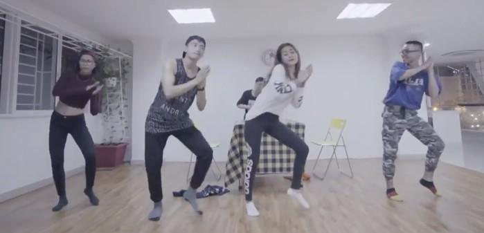 Chi Pu và Quang Đăng tập luyện vũ đạo mọi nơi có thể. - Tin sao Viet - Tin tuc sao Viet - Scandal sao Viet - Tin tuc cua Sao - Tin cua Sao