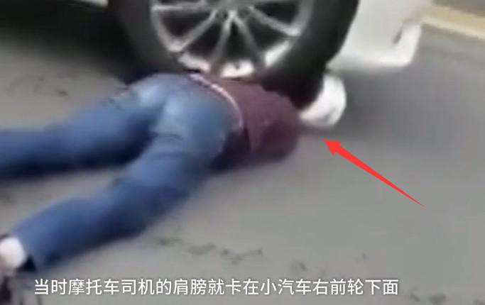 Thanh niên bị kẹt đầu vào bánh xe ô tô, kéo lê 17m vẫn may mắn thoát chết nhờ lý do bất ngờ