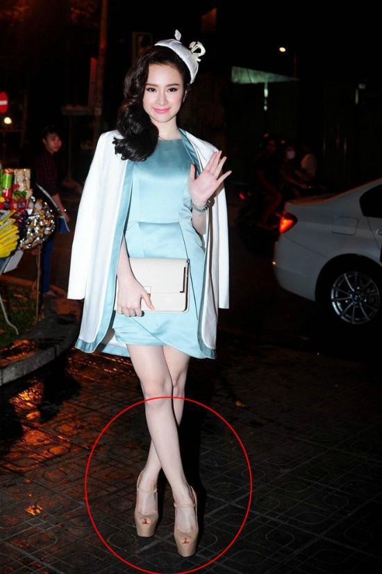 Trong làng giải trí Việt, rất khó có mỹ nhân nào là đối thủ của Angela Phương Trinh về khả năng mang giày cao gót.