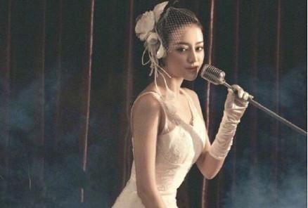 Khi Angela Baby - Địch Lệ Nhiệt Ba cùng diện váy cưới: Ai đẹp hơn ai?