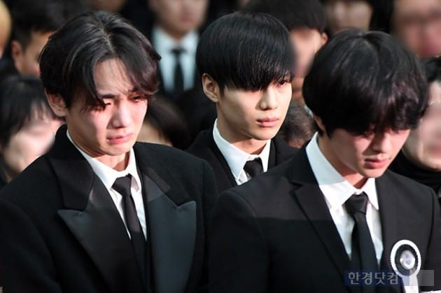 Key đã khóc rất nhiều trong suốt tang lễ của Jonghyun khiến cho các Shawol vô cùng lo lắng cho sức khỏe của anh.