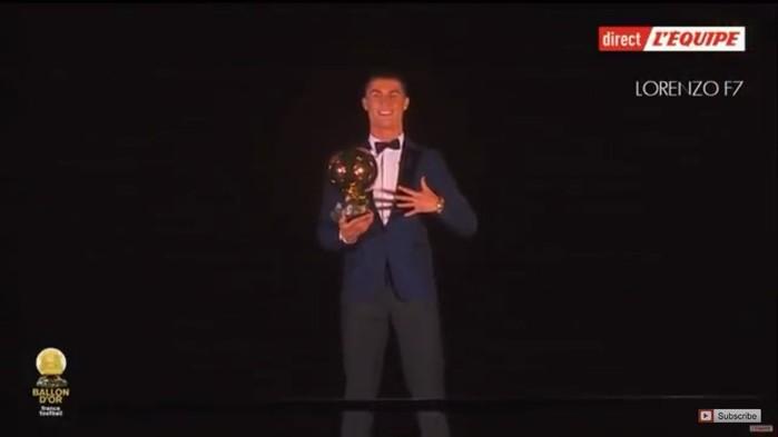 Một năm đầy rẫy những thành công được khép lại với danh hiệu quả bóng vàng thứ 5 trong sự nghiệp của siêu sao người Bồ Đào Nha, qua đó cân bằng thành tích của đại kình địch Lionel Messi. Hình ảnh Ronaldo ngạo nghễ, tay cầm quả bóng vàng, tay giơ 5 ngón ở trên tháp Eiffel như một biểu tượng cho sự nỗ lực bền bỉ, không biết mệt mỏi của cầu thủ này. Cũng trong tháng cuối năm, Ronaldo còn ghi 2 bàn thắng quan trọng giúp Real Madrid trở thành CLB đầu tiênbảo vệ thành công chức vô địch FIFA Club World Cup.