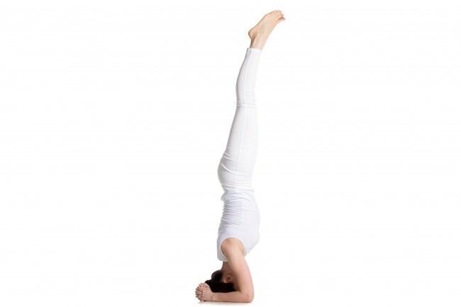 Đây được coi là một tư thế khóđể thực hiện, đòi hỏingười tập yoga phải tập luyện hơn 6 tháng hoặc 1 năm, cơ thể dẻo dai thì mới có thể thực hiện tư thế này 1 cách dễ dàng. Tư thế này ngực sẽ được kéo xuống, ngăn ngừa hiện tượng chảy xệ hiệu quả.