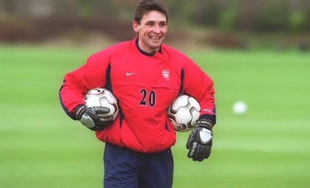 6. Guillaume Warmuz -Một thương vụ kì lạ nữa của Arsenal. Sau 10 năm chơi bóng cho Lens, Warmuz gia nhập Arsenal vào tháng 1/2003 nhưng không thi đấu phút nào cho đến khi hợp đồng hết hạn.