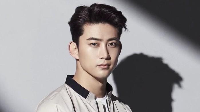"""Cũng giống như bao """"trai đẹp"""" cùng tuổi khác, sang năm Taecyeon cũng sẽ đón sinh nhật tròn 30 tuổi trong quân ngũ."""