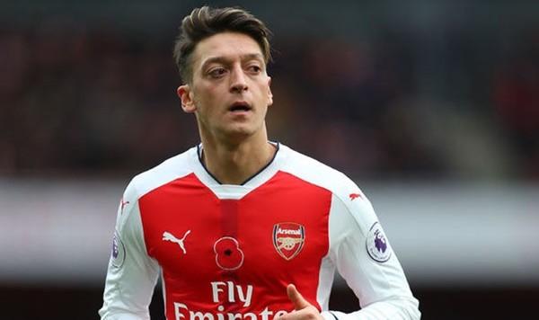 Sau 5 mùa bóng tại Emirates, Ozil ghi được 27 bàn thắng và đóng góp 47 phakiến tạo cho Arsenal. Lẽ dĩ nhiên đó chưa phải là những gì mà siêu sao người Đức mong đợi. Ozil muốn đến 1 nơi có khả năng cạnh tranh danh hiệu nhiều hơn và trong trường hợp không muốn mất trắng tiền về tài hoa này, Arsene Wenger buộc phải bán anh ngay khi TTCN mùa đông mở cửa bởi 1 bản hợp đồng mới vẫn là điều quá xa xỉ cho cả hai vào lúc này.