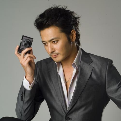 """Dù đã ở tuổi tứ tuần nhưng nhan sắc của Jang Dong Gun vẫn luôn """"đốn tim"""" khán giả."""