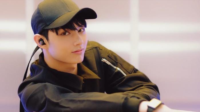 Jun giống như một chàng ma cà rồng sống giữa đời thật nhờ vào đôi mắt được chân truyền từ Kim Heechul.