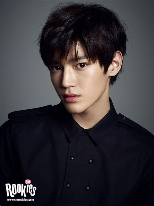Những idol nam có đôi mắt đẹp: Đâu là chàng trai khiến nhiều fan girl lọt hố nhất?