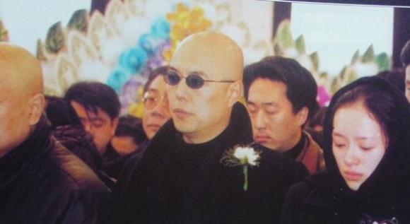 Trương Thiết Lâm và Chương Tử Di buồn bã tới đám tang Lưu Đan.