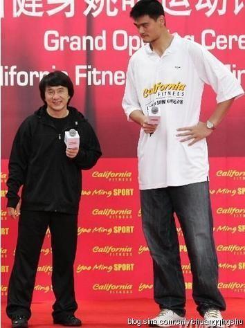 Ngôi sao võ thuật Thành Long và Yao Ming.