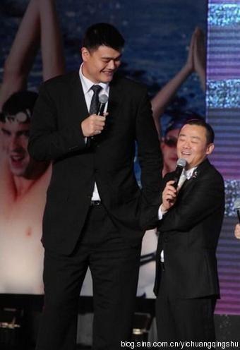 Chu Lập Ba và Yao Ming.