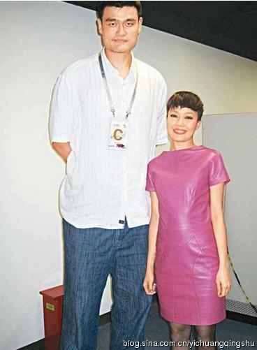 Dung Tổ Nhi và Yao Ming.