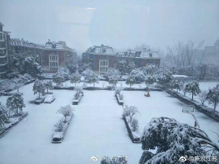 Tuyết rơi phủ đầy thành phố diễn ra chung kết của U23 Việt Nam