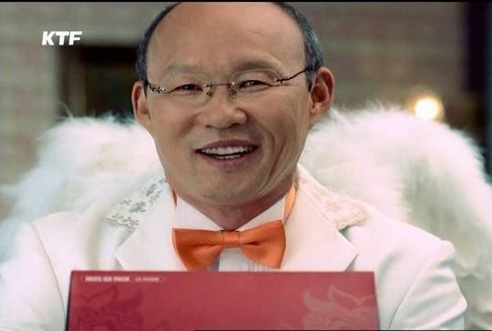 Cư dân mạng bất ngờ lùng sục được hình ảnh của HLV Park Hang Seo khi ông tham gia đóng quảng cáo.