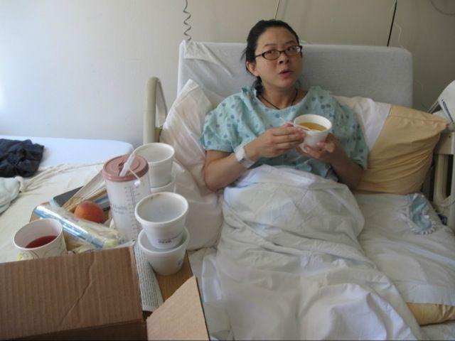 """Xiong bị méo miệng, liệt nửa mặt vì tắm gội quá khuya"""" width=""""504″ height=""""378″></p> <p class="""