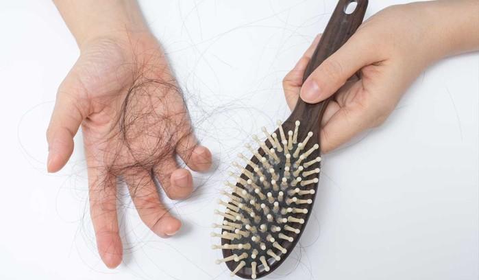 <br /> Để tóc ướt về lâu dài khiến tóc gãy rụng&#8221; width=&#8221;505&#8243; height=&#8221;295&#8243;></p> <p class=