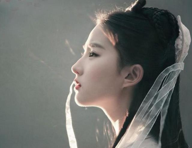 Cô được fan hâm mộ ưu ái đặt cho danh hiệu Thần tiên tỷ tỷ.