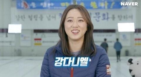VĐV Kim Kyeong Ae vui vẻ khi nói về Kang Daniel.
