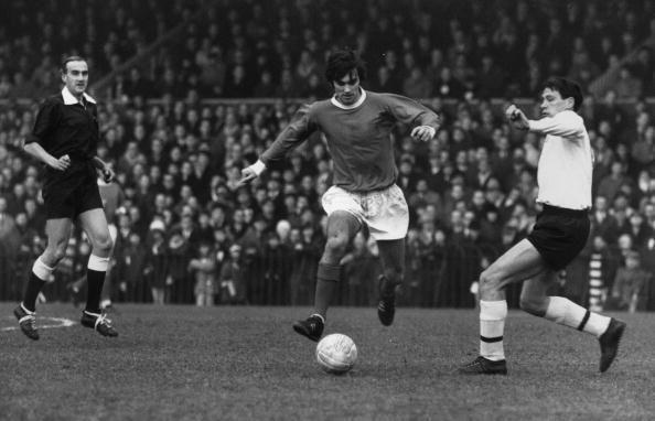 """Có thể nóiGeorge Best đã đứng trên đỉnh của thế giới trong 11 năm chơi bóng tại M.U. Vì thế, chúng ta không cần bàn cãi nhiều về tài năng cũng như sự xuất sắc của ông. 181 bàn trong 474 lần ra sân là những gì mà số 7 huyền thoại đầu tiên của United có được. Nếu như Pele là """"Cầu thủ giỏi nhất thế giới"""" thì đối vớiGeorge Best, người hâm mộ thường mô tả ông là: """"Maradona good. Pele better. George Best""""."""