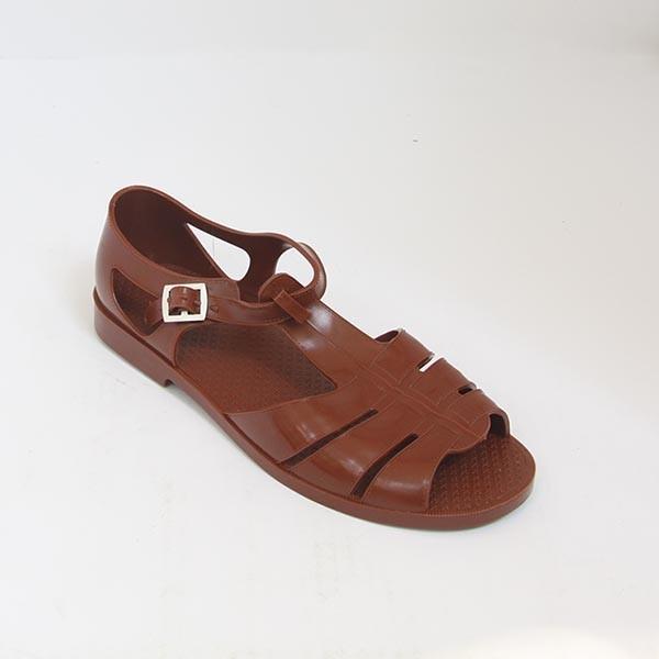 Nếu thương hiệu nước Ý bán mẫu sandal này với giá hơn 11 triệu đồngthì dépbộ độicủa chúng ta chỉ có 70 ngànđồng.