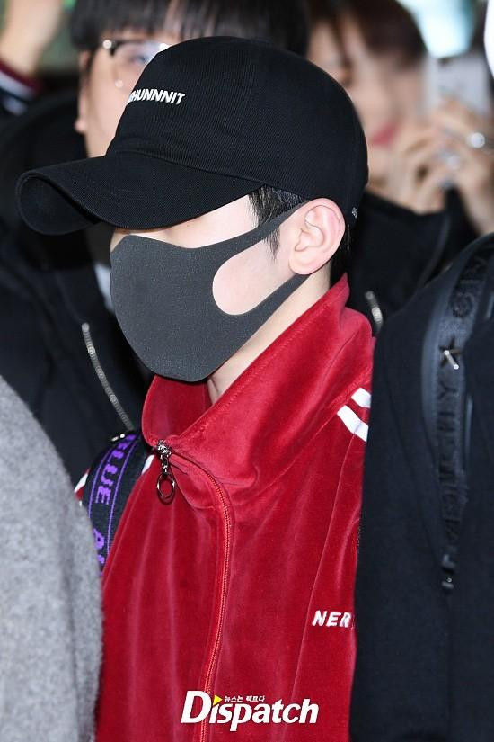 Trái với các anh em, Won Woo và Woo Ji khiến các fan thất vọng vì che mặt kín mít.