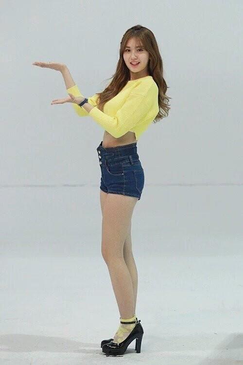 Nữ thần tượng sinh năm 2001 - Jeon Somi từng gây bão mạng với vóc dáng quá đỗi hoàn hảo khi còn nhỏ tuổi. Không biết khi lớn hơn nữa, Somi còn xuất sắc tới mức nào.