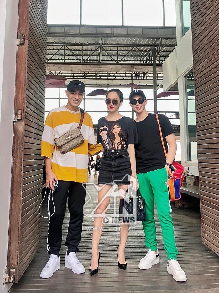 Là đại diện Việt Nam đầu tiên tham gia đấu trường nhan sắc này, nữ ca sĩ khiến toàn bộ người hâm mộ nước nhà