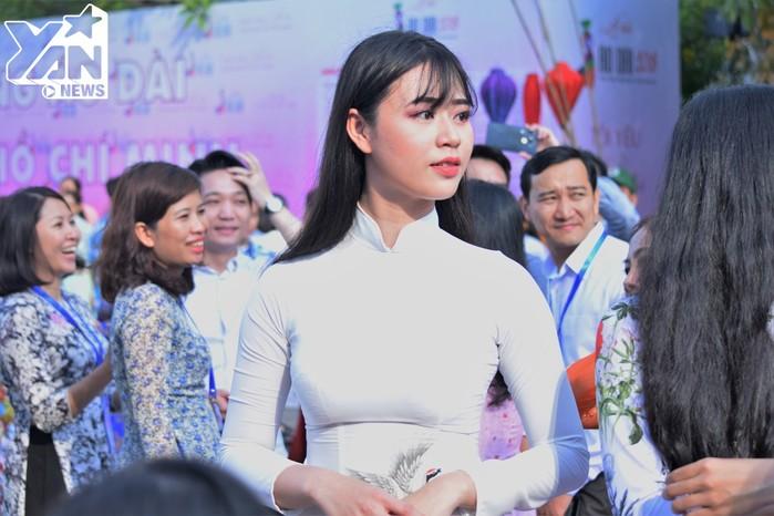5000 người đồng diễn áo dài cùng Hoa hậu Đỗ Mỹ Linh, NSƯT Thành Lộc trên Phố đi bộ Nguyễn Huệ