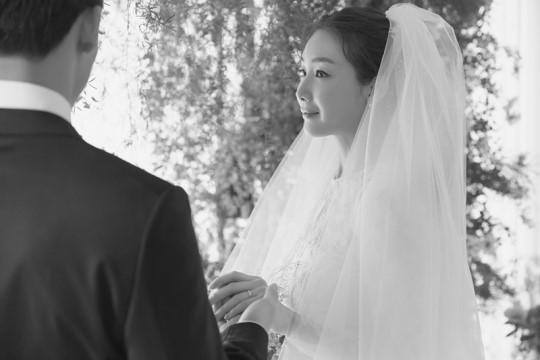 Lộ ảnh cưới đẹp xứng danh mỹ nhân hàng đầu xứ Hàn của Choi Ji Woo